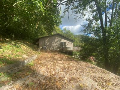 129 HIGHLAND AVE, Paintsville, KY 41240 - Photo 1