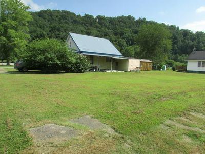 224 PRESTON ST, Paintsville, KY 41240 - Photo 1