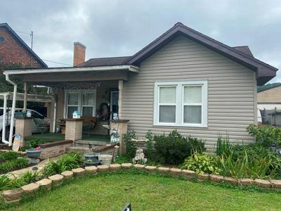 816 WASHINGTON AVE, Paintsville, KY 41240 - Photo 1