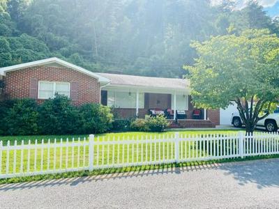129 CLARK DR, Prestonsburg, KY 41653 - Photo 1