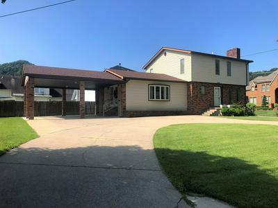 504 WALNUT AVE, Paintsville, KY 41240 - Photo 2