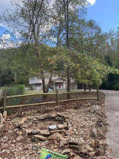 2433 UPPER SECOND CREEK RD, Hazard, KY 41701 - Photo 1