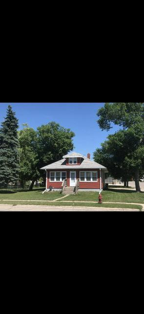 3 1ST ST NW, Gwinner, ND 58040 - Photo 1