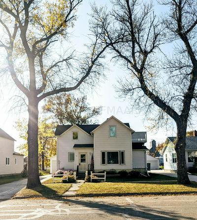 211 2ND ST SE, Hillsboro, ND 58045 - Photo 2