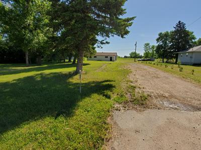 802 CENTER ST S, Wahpeton, ND 58075 - Photo 1