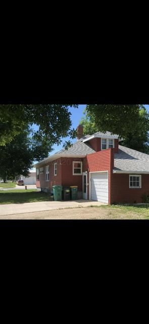 3 1ST ST NW, Gwinner, ND 58040 - Photo 2