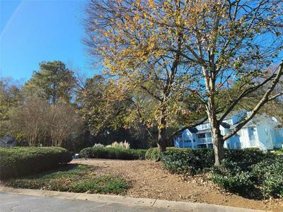 1604 GLENLEAF DR, Peachtree Corners, GA 30092 - Photo 2