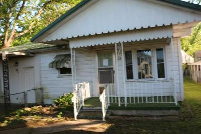 158 E VENABLE ST, Booneville, AR 72927 - Photo 2