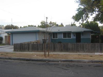 2704 E RICHERT AVE, Fresno, CA 93726 - Photo 1