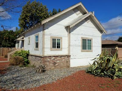 924 SAN JOAQUIN CIR, Reedley, CA 93654 - Photo 2