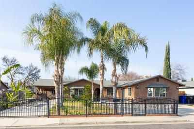 411 N LYNDSAY WAY, Dinuba, CA 93618 - Photo 2