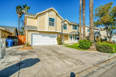 5298 W GARLAND AVE, Fresno, CA 93722 - Photo 2