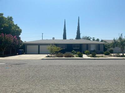 1075 W FLORA AVE, Reedley, CA 93654 - Photo 1