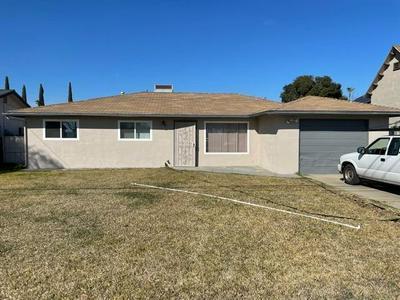 1120 E DUFF AVE, Reedley, CA 93654 - Photo 1