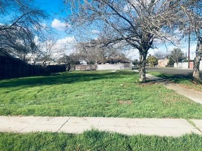 1040 S BACKER AVE, Fresno, CA 93702 - Photo 1