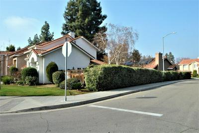 412 E BRADDOCK DR, Fresno, CA 93720 - Photo 2