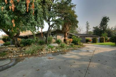 5631 E PARK CIRCLE DR, Fresno, CA 93727 - Photo 1