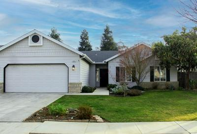 1861 GEARY AVE, Sanger, CA 93657 - Photo 1