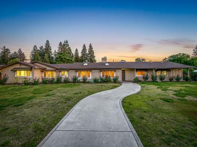 5878 E RANCHO DR, Fresno, CA 93727 - Photo 2