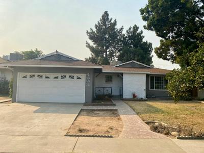 2844 E SANTA ANA AVE, Fresno, CA 93726 - Photo 1