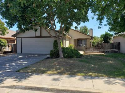 1370 ROOSEVELT ST, Kingsburg, CA 93631 - Photo 2