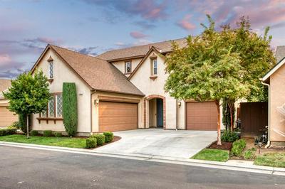 4032 SALEM LN, Clovis, CA 93619 - Photo 1
