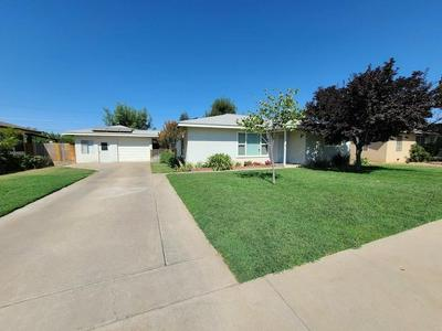 475 N PERRY AVE, Dinuba, CA 93618 - Photo 2