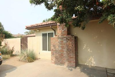 580 W MANNING AVE, Reedley, CA 93654 - Photo 2