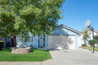 6711 N CONSTANCE AVE, Fresno, CA 93722 - Photo 1