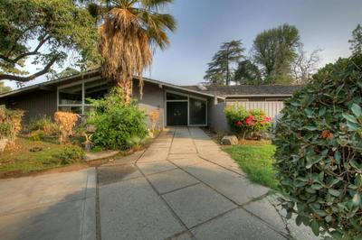 5631 E PARK CIRCLE DR, Fresno, CA 93727 - Photo 2