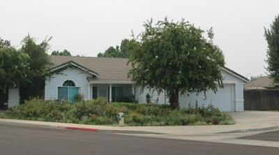 2746 BEVERLY AVE, Clovis, CA 93611 - Photo 2