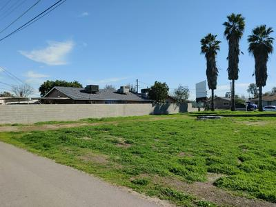 305 HARDING ST, Madera, CA 93638 - Photo 2