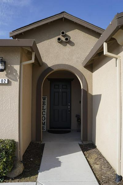 2402 S LIND AVE, Fresno, CA 93725 - Photo 2