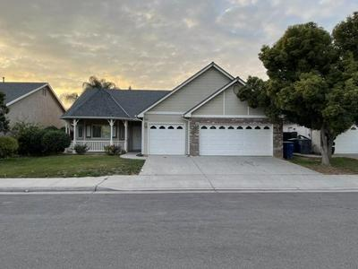 8925 N LAUREEN AVE, Fresno, CA 93720 - Photo 1