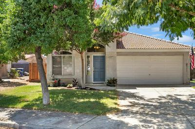4621 W UNIVERSITY AVE, Fresno, CA 93722 - Photo 1