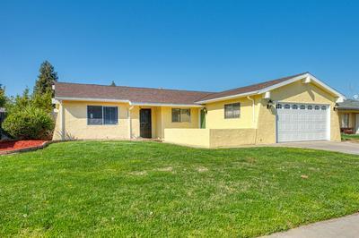 3067 N BRUNSWICK AVE, Fresno, CA 93722 - Photo 2