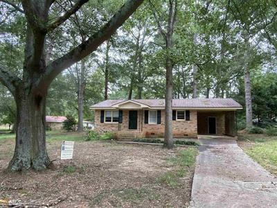 204 ORCHARD CIR, Commerce, GA 30529 - Photo 1