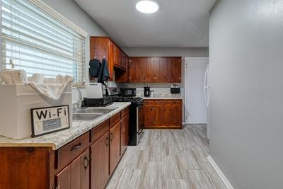 872 HARWELL RD NW, Atlanta, GA 30318 - Photo 2