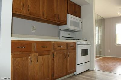 119 KEYSTONE CT # 119, Woodbridge Twp., NJ 07095 - Photo 2