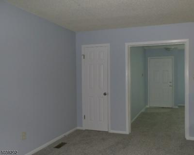 35 BURLINGTON CT, Hamburg Boro, NJ 07419 - Photo 2