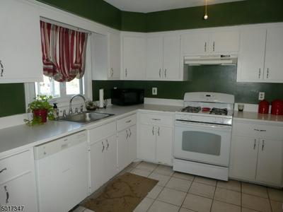 741 BOUND BROOK RD APT 3, Dunellen Boro, NJ 08812 - Photo 2