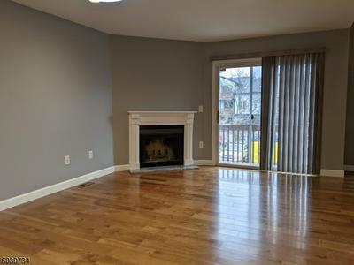 414 VILLAGE CMNS, Raritan Twp., NJ 08822 - Photo 2