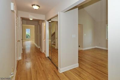 35 MEADOWVIEW LN, Berkeley Heights Twp., NJ 07922 - Photo 2