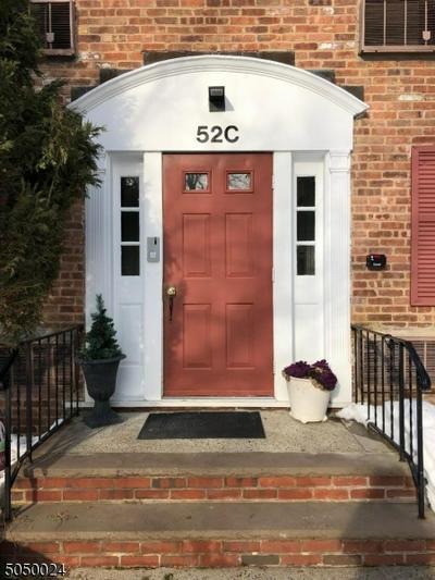 52 SANDRA CIR # C-1, Westfield Town, NJ 07090 - Photo 2