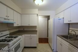 100 W GRAND ST UT 8 # 8, Elizabeth City, NJ 07202 - Photo 2