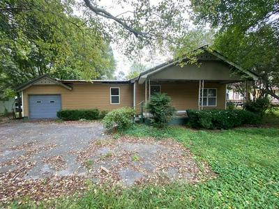 809 S CHATTANOOGA ST, LaFayette, GA 30728 - Photo 1