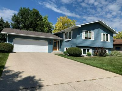 314 40TH AVE S, GRAND FORKS, ND 58201 - Photo 1