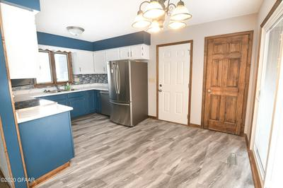 1025 10TH AVE SE, EAST GRAND FORKS, MN 56721 - Photo 2