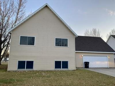 461 BURDICK CT, GRAND FORKS, ND 58203 - Photo 1