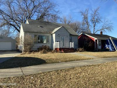 1406 CHERRY ST, GRAND FORKS, ND 58201 - Photo 1
